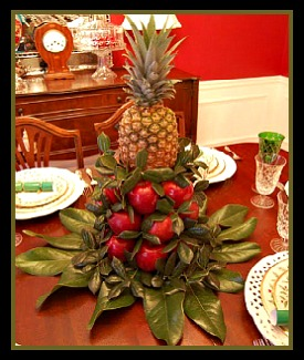New England Colonial Christmas Pineapple Center Piece