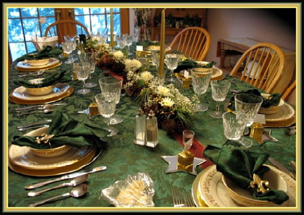 Green and Gpld Simple Christmas Tablescape Image